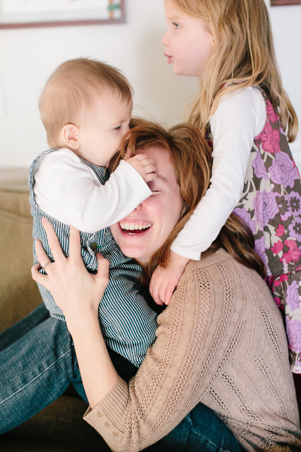 mom and kids playing in home family photo shoot
