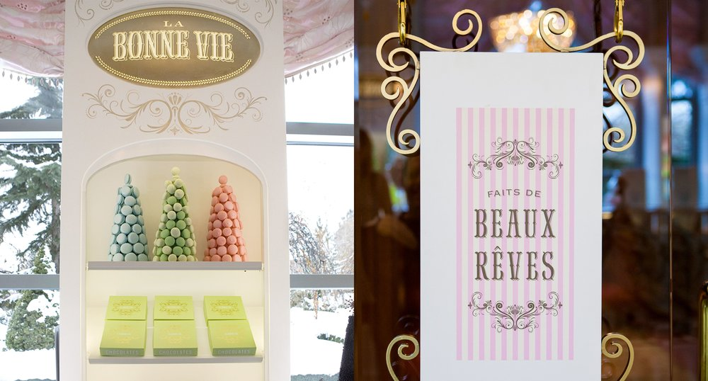 Macaron Tree and Faits De Beaux Reves Sign