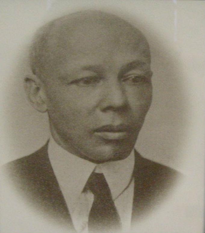C. W. DAVIS 1923 - 1925