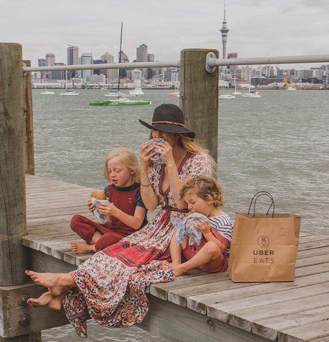 We didn't want to interrupt our Friday adventures so we had our dinner from @the_burger_bach delivered to this magical spot thanks to @ubereats_nz #ubereats #ubereatsnz _____________________________ P.S. Please zoom in on Gray's face 😂