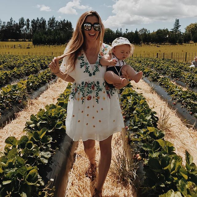 We packed our weekend full of sports games, ocean swims, sand castle building, and face painting...but strawberry picking was definitely the highlight for all of us! | Comment below and tell me the highlight of your weekend!!