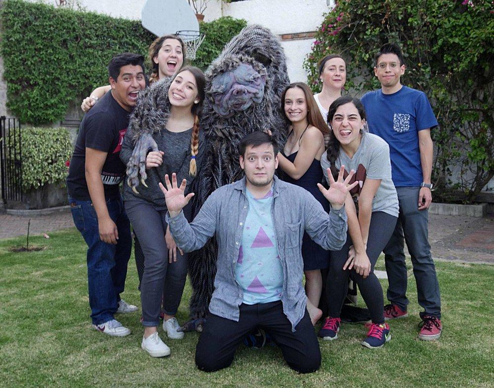 El  crew  en el último día de rodaje.