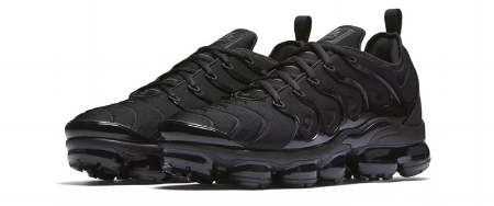 Nike-Air-VaporMax-Plus-Triple-Black-924453-004-03.png
