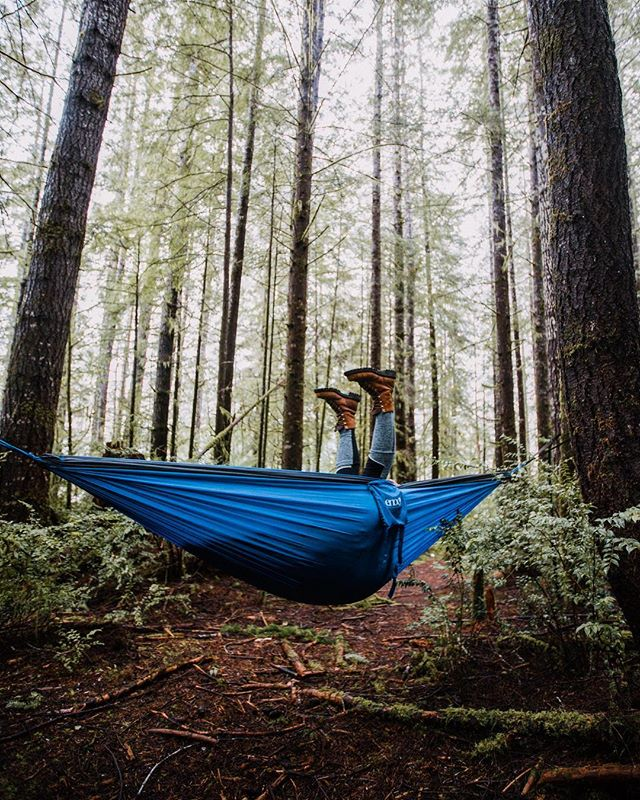 Heels over head for all the travel plans coming up! Writing this while sitting in a tent..in Ireland 🤘 . . #enohammocks #enohammock #hammock #camping