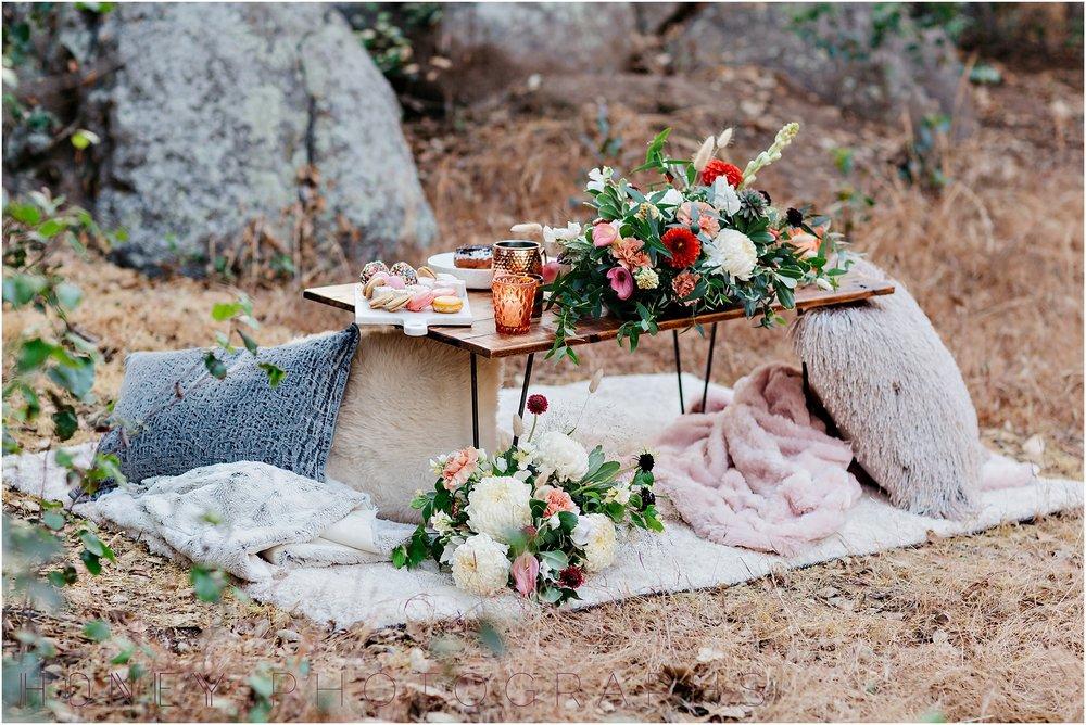 picnic-wedding-rustic-sweetheart-table-felicita-park-boho04.jpg