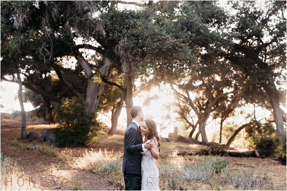 picnic-wedding-rustic-sweetheart-table-felicita-park-boho29.jpg