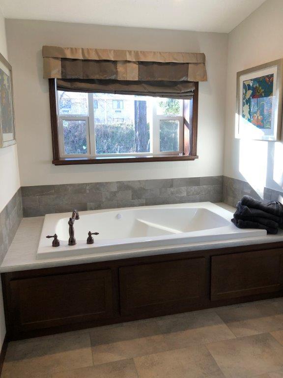Freedom 89 Master Bath.jpg