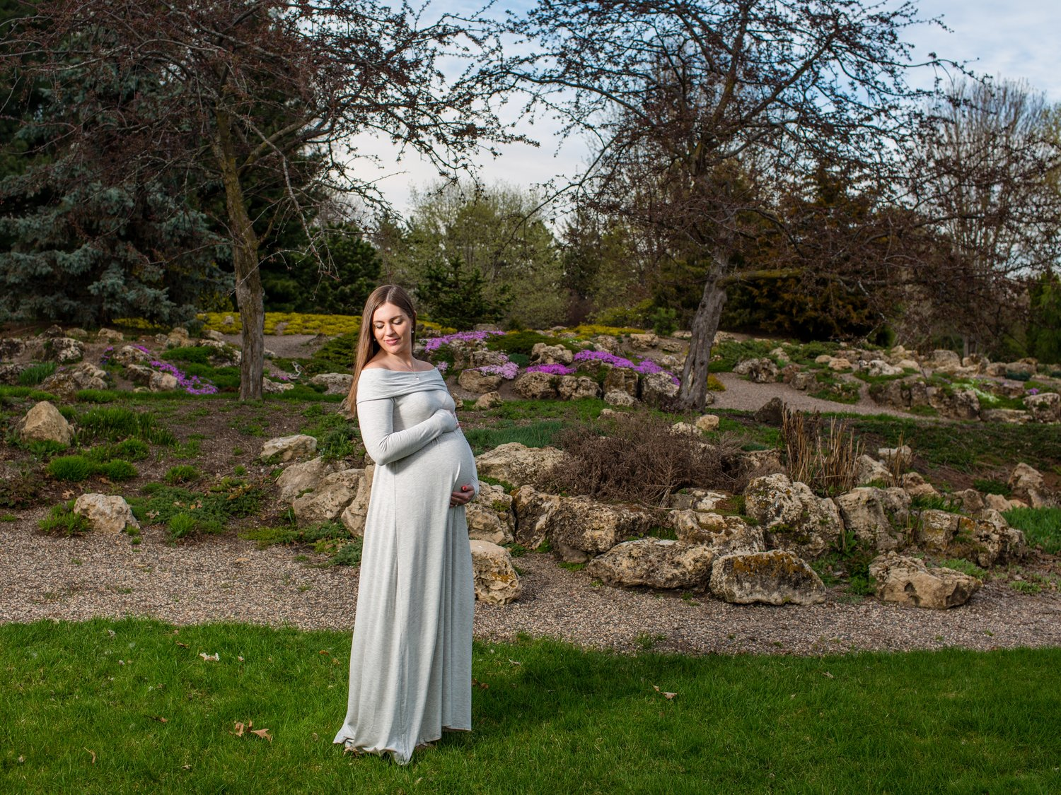 A Minneapolis, MN Lyndale Peace Garden Maternity Session — St ...
