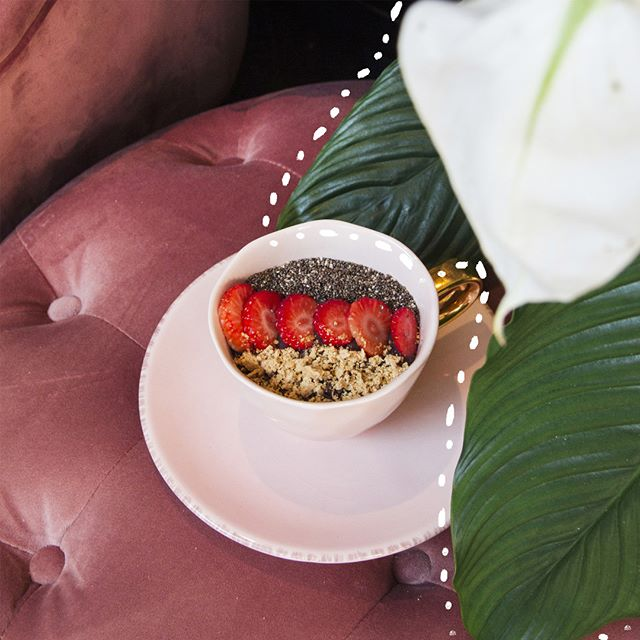 We wish we could have smoothie bowls for breakfast every day! 🍌🍓🍍 #fixxx #needafix #thefixbymaiden #smoothie #smoothiebowl #fruit #breakfast #brunch #favourite #cafe #pink #pinkcafe #hotspot #amsterdam #amsterdamhotspot #amsterdamcafe