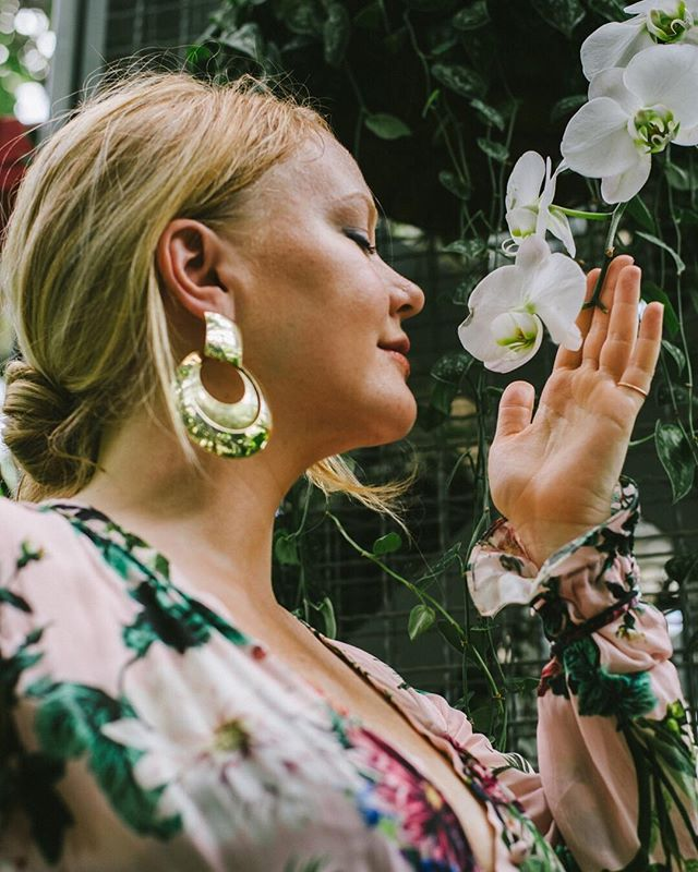 Always discovering something beautiful 💫  #wellness #dcwellness #cleanbeauty #floralstyle #acreativedc #style #ootdfashion #greenbeauty #holisticstyle #holsiticfashion #wellnessstyle #beauty #nature #garden #gardenlifestyle #dcfashion #dcwellness #dcbeauty #gnivibes  #OOTD #streetstyle #editorial #lookbook