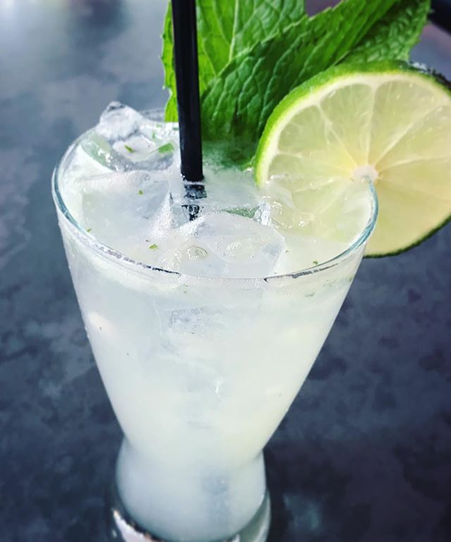 Refresh your night with our mouthwatering mojito! 🤤#AmazingCocktails #FreshIngredientsOnly #MexicoCityInHouston