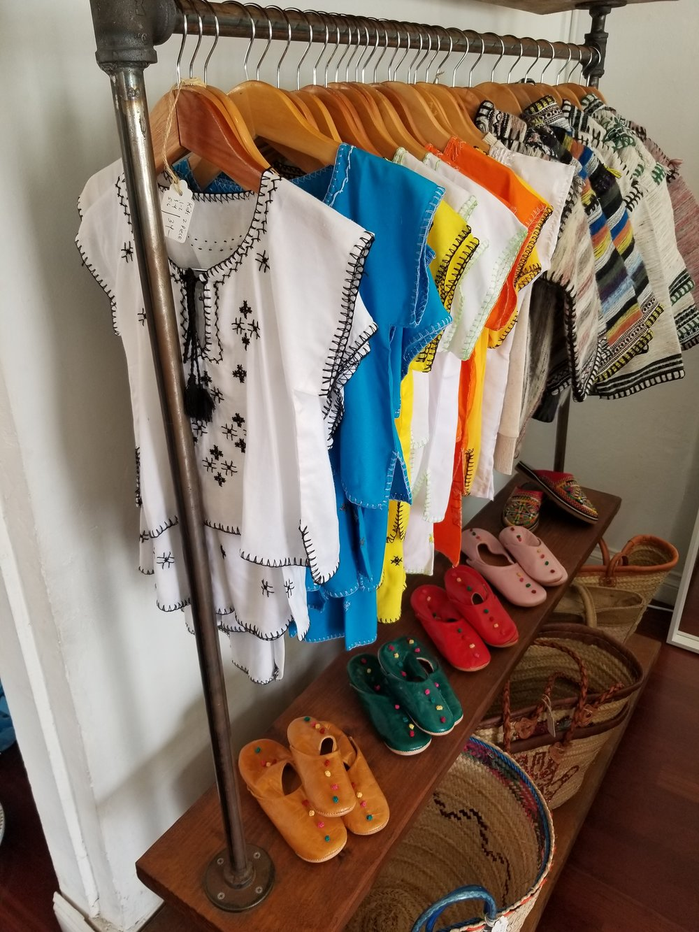Cute little Tunisian shoes and outfits for the babies!!