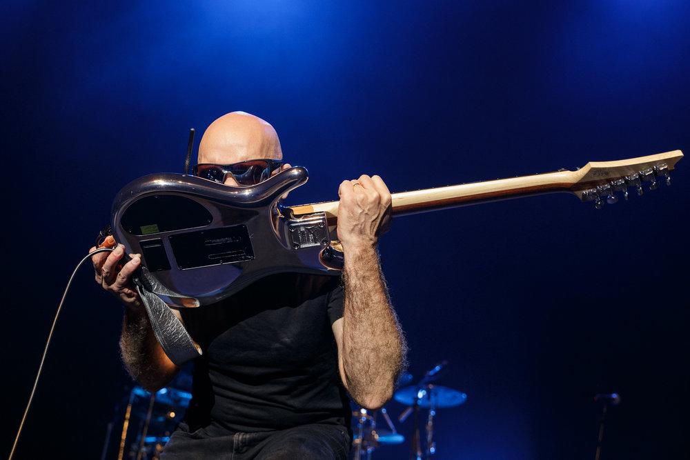 Joe Satriani-7.jpg