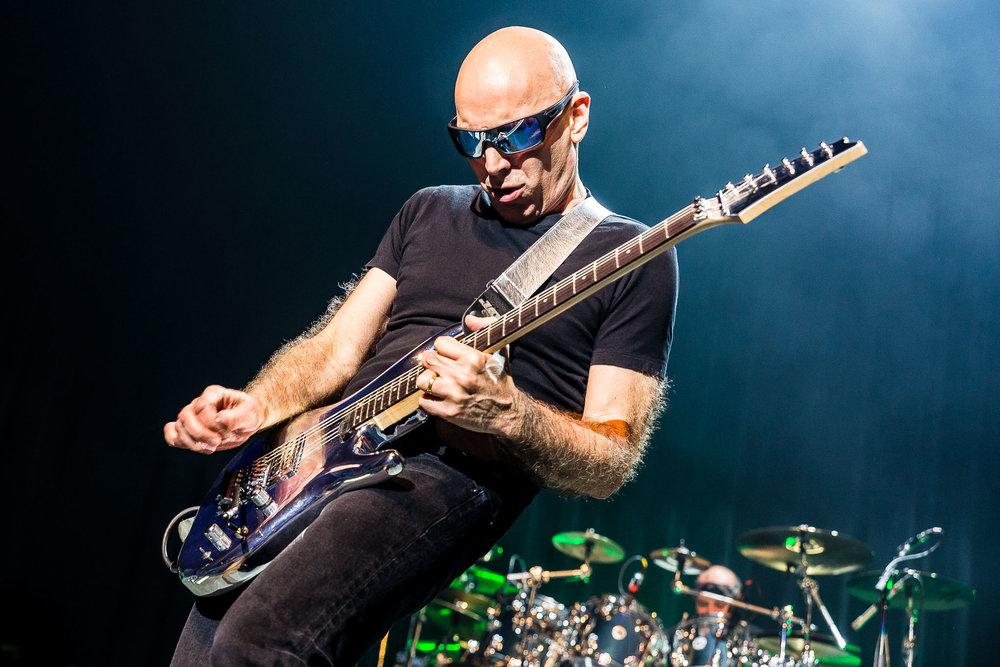 Joe Satriani-6.jpg