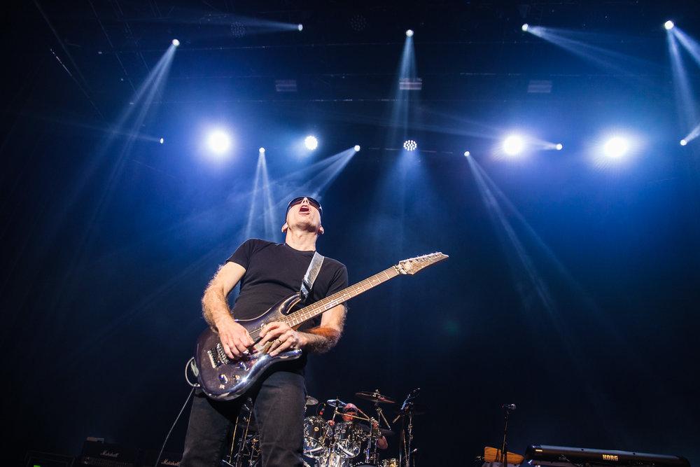Joe Satriani-3.jpg