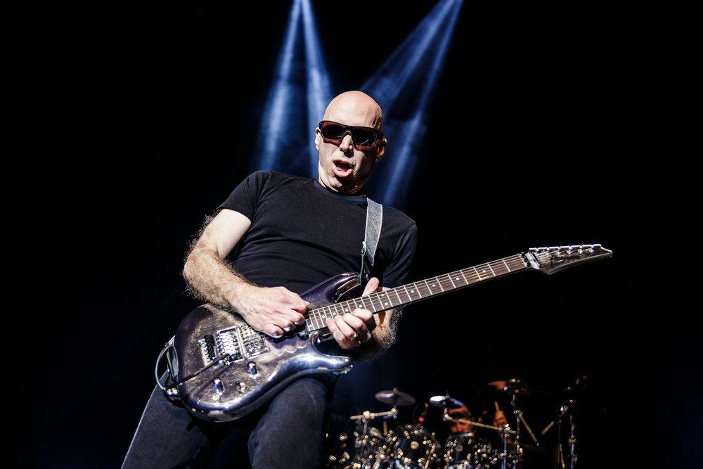 Joe Satriani-2.jpg