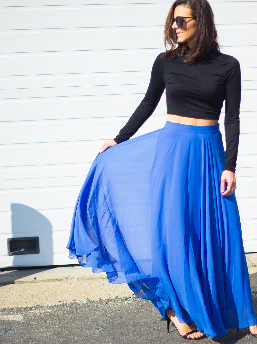 Maxi Skirt Outfits – Blue Maxi Skirt Outfits – Fashion for Women – Date Night Outfits – Summer Outfits – Black Crop Top Outfits –  heartandseam.com  #heartandseam #morninglavender