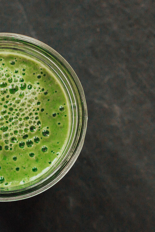 Green Smoothie Recipe - Vegan Smoothie Recipe - Anti-Inflammatory - Protein Smoothie Recipes -  www.heartandseam.com  #heartandseam #smoothies #plantbased