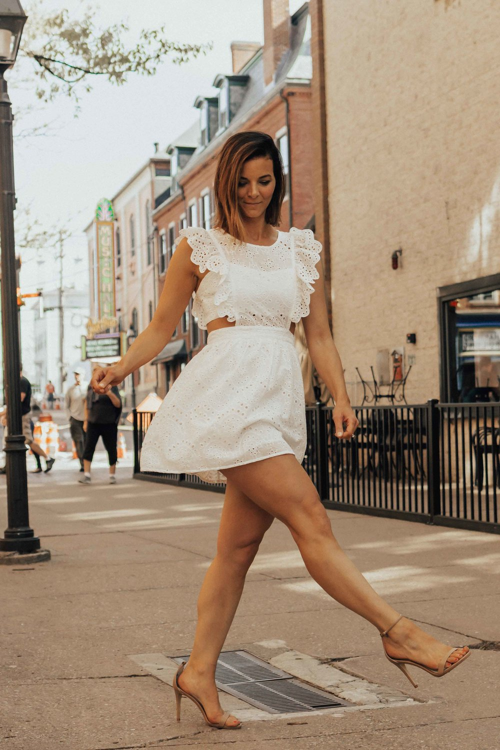 White Dress Outfits - Summer Outfits - White Dresses for Summer - Fashion for Women - White Dresses -  www.heartandseam.com  - #heartandseam #whitedresses