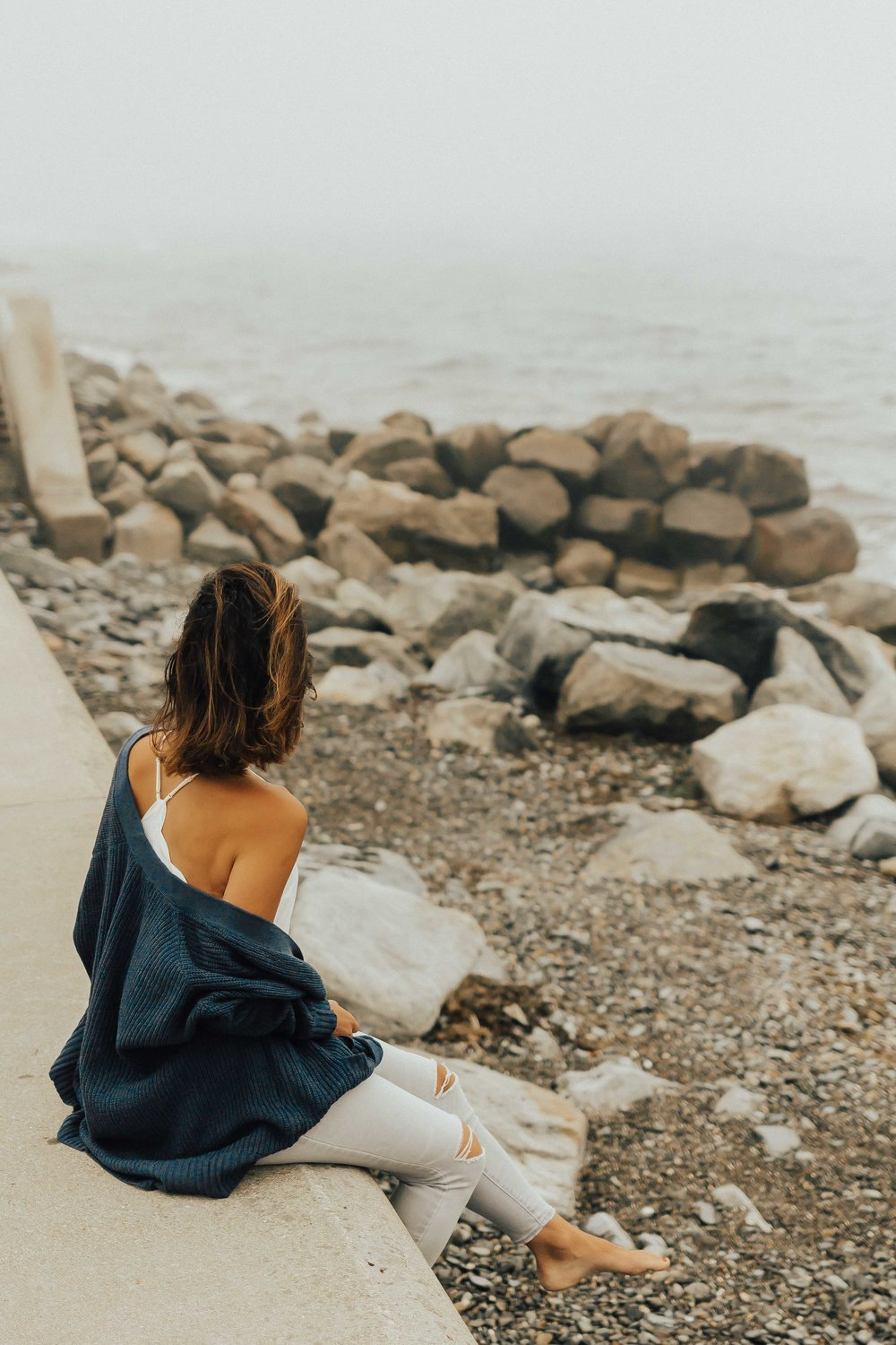 Style vs Fashion – Summer Outfits – Casual Outfits – Beach Outfits – Cardigan Outfit Ideas – Grey Jeans – Weekend Wear – Zsupply - #cardigan #zsupply #ragpoets #heartandseam www.heartandseam.com