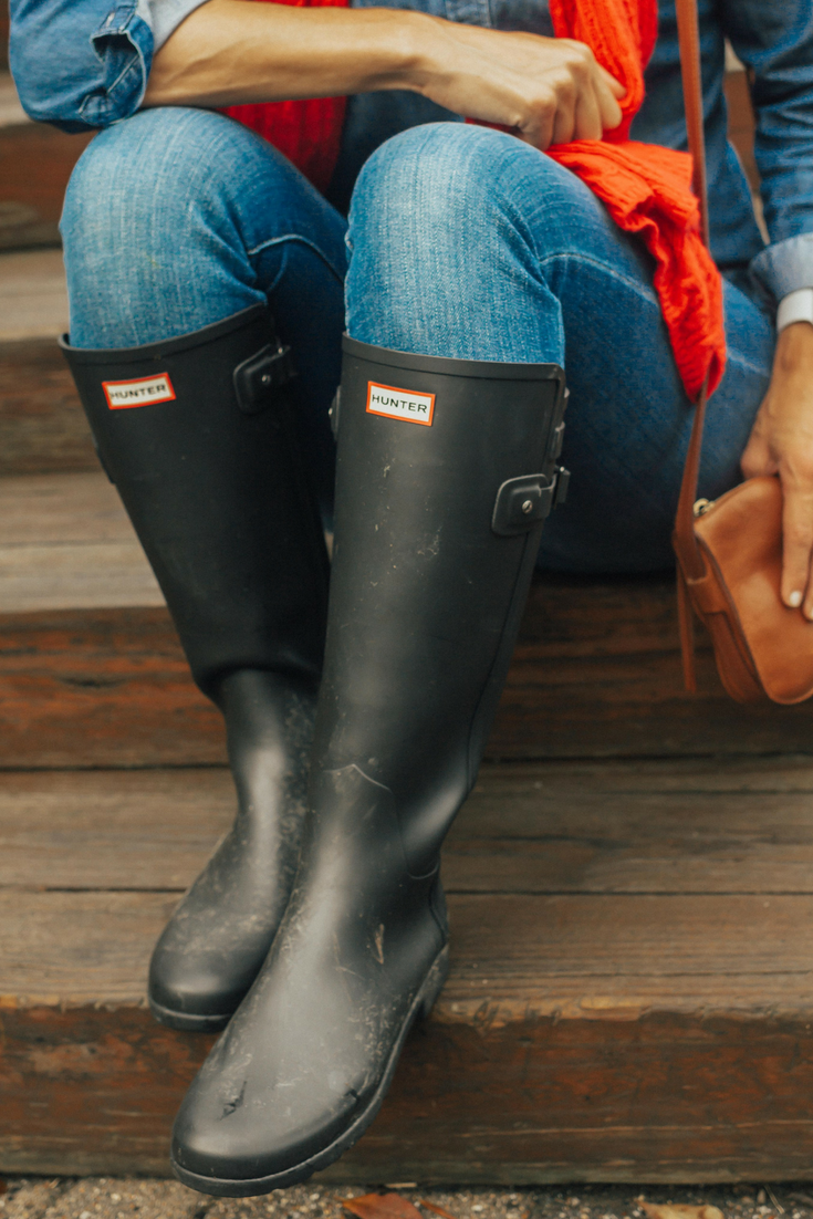 Hunter Boots Outfit – Hunter Boots Outfit Fall – Hunter Boots Outfit Summer- Black Hunter Boots Outfit - Weekend Wear Outfit – Casual Hunter Boots Outfit – Hunter Boots with Jeans - #hunterboots #falloutfit #heartandseam www.heartandseam.com