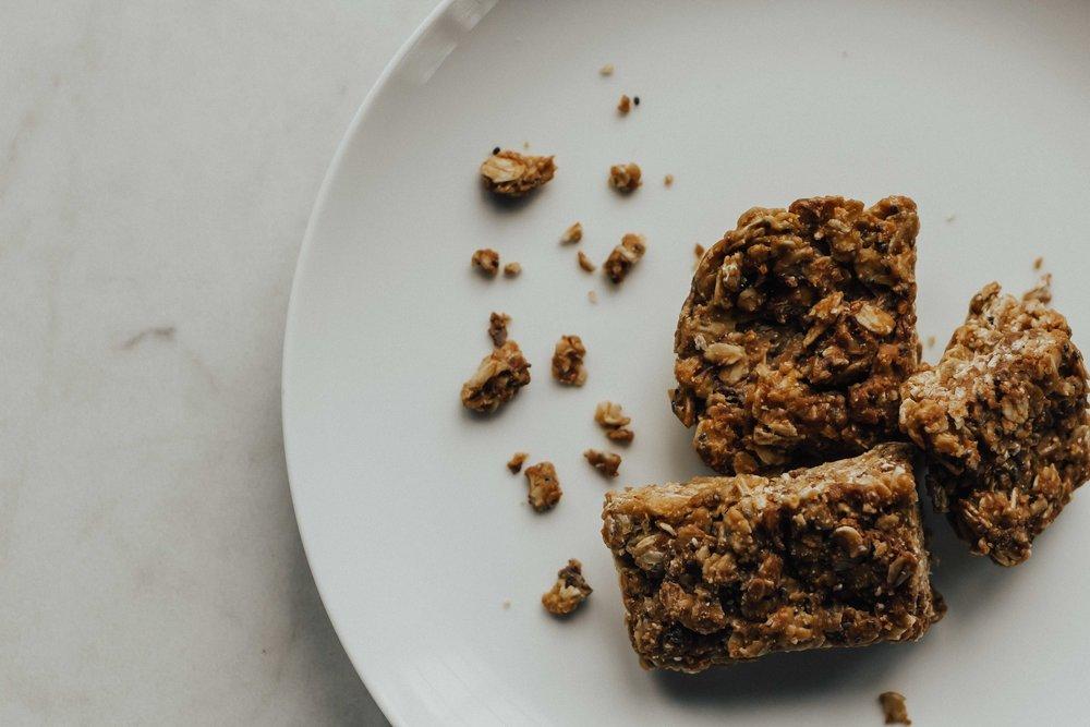 3 Ingredient Peanut Butter Bars – Peanut Butter Balls – Peanut Butter Bars – Healthy Snack Recipes – Protein Peanut Butter Bars – Protein Packed Snacks – Easy Peanut Butter Bars – No Bake Peanut Butter Bars – Oatmeal Peanut Butter Bars