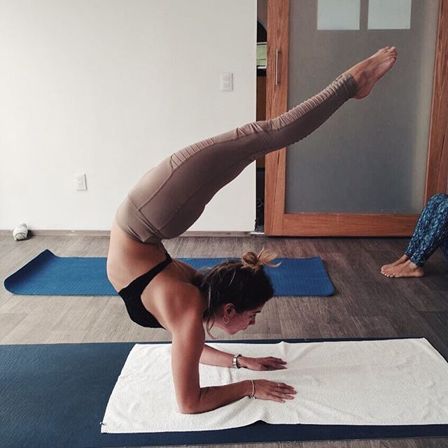 #viagrasana en clase hoy  Domingos 10 am en @bikramyogasanangel . . . . . #yoga #hathayoga #yogaclass #yogapractice #scorpionpose #yogini #yogipath #inversion #balance #whatyogisdo #yogaeveryday #yogamodels #aloyoga #beagodess #aloyogaleggings #practiceandalliscoming #justkeepswimming🐡