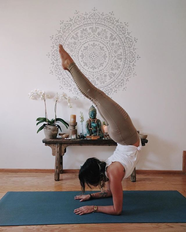 The goal is to achieve a pure consciousness of your body, so that you get connected to your mind and as a result you get back to your nature self, to your Soul. •Vrischikasana• . . . . . #asana #asanapath #aloyogaleggings #beagodess #yoga #hathayoga #vrishikasana #whatyogisdo #practiceandalliscoming