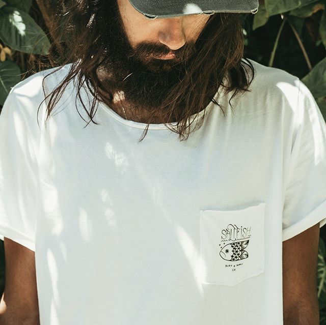 CYBER MONDAY SALE ! 20% OFF all Saltfish Surf Co. bags and accessories. Including this Limited Edition @saltfishsurfco x @madeinguarda pocket tee. Go to www.saltfishsurfco.com and use code BLACK at checkout. Sale ends tonight at midnight. Go get it!! #saltfishsurfco #cybermonday #sale #black #limitededition #migsoul #gogetit 📷: @lucianarneves / @tipicriativo