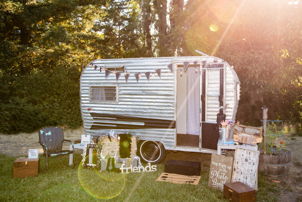 Blanche: Vintage camper photo booth -