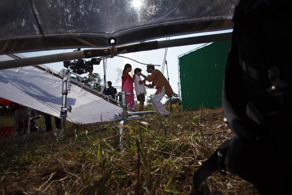 Makrand Deshpande, Partho Gupte and Neha Joshi, family scene, Hawaa Hawaai