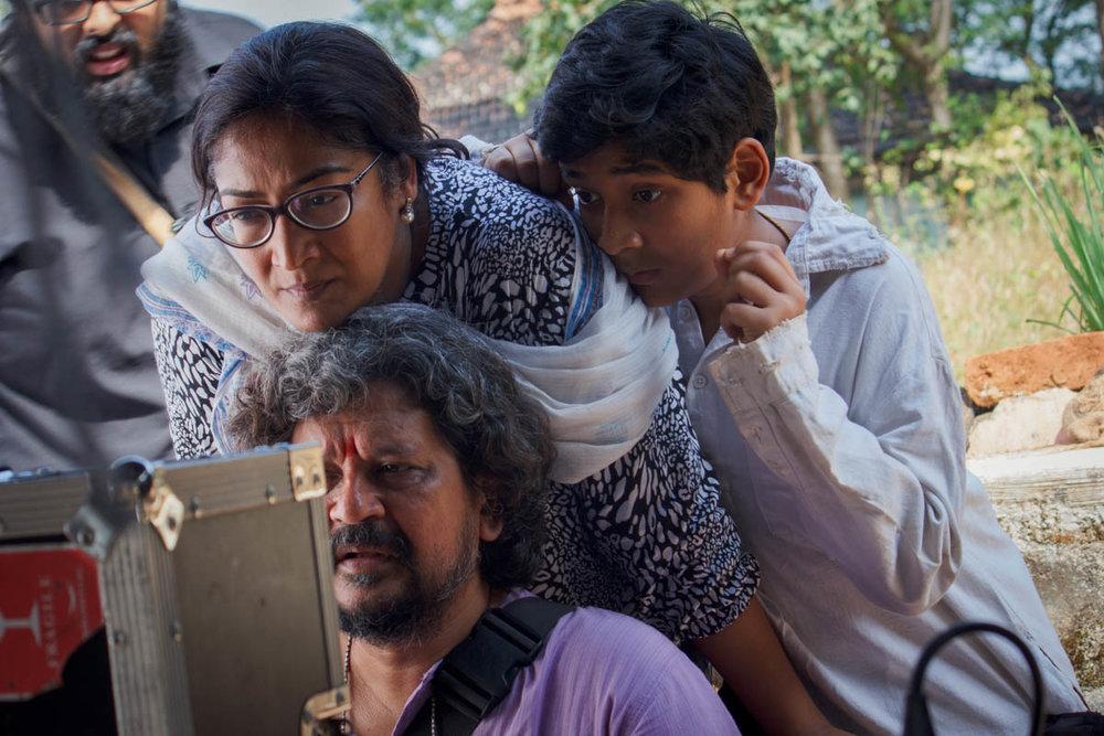 Director Amole Gupte, editor Deepa Bhatia & actor Partho watch a take