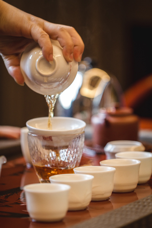 tea pour.jpg