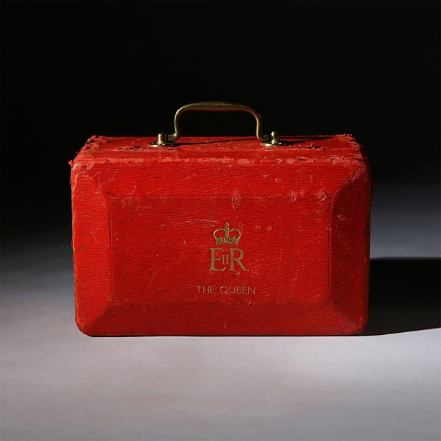 Her Majesty The Queen's iconic red despatch box. A product of beautiful craftsmanship; robust, resilient and reliable - the epitome of Britain's monarchy and democracy. Follow our story on Instagram @barrowhepburngale and contact us for private commissions. #despatchbox #queenelizabeth #luxurylifestyle #luxurygifts #briefcase #luxurygoods