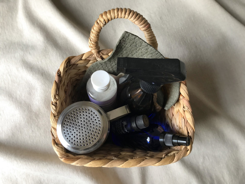 Ara the altar cleaning basket