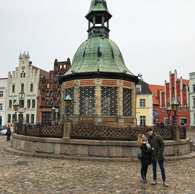 Wismar is a Hanseatic city in North-east Germany that has roots dating back to the 1000's where together with Rostock and Lübeck they made the Hanseatic league. Until 1358 it was where the Princes of Meckleberg had their residence. 🤴 It was also for  sometime part of Sweden until 1903 when they renounced their rights. 🇸🇪 If you have visited Lübeck you would see they are almost look-alike cities, however Wismar has had less tourists due to many years of the city being part of the DDR and it still being in ruins after the WW2 bombings. Now, the town is showing its colours with its beautiful & restored Altstadt. 🏰 The first photo is in the Altstadt square in front of their famous water well which pumped water to all the houses in the old city. The 2nd photo is of a very(!) old house  which looks like it is fake and about to fall over, however it still stands and can be rented out as a holiday home. 🤔 What a cute little harbour town! ———————————— #wismar #wismarhafen #ostdeutschland #hanseatic