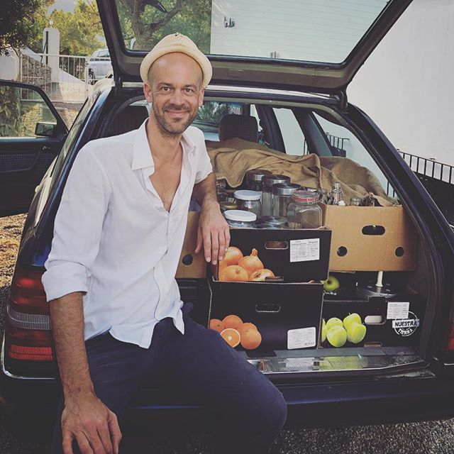 18 Moments. And this is how it looks when I travel with my kitchen 🤣 the car is full. This time I was on my way from Ibiza to France to cook for the wonderful @journeytoyourself on one of her retreats. As much as I love to be in the kitchen and feed others it's also showing me a level of attachment. Traveling with so much different things to run a kitchen. All the spices, tools and gadgets. Is everything always needed. Probably no. It's hard for me to plan kn such a way that I could travel with the bare necessities. Which would also limit me in my spontaneous creativity. I'm constantly juggling between the love for creating tasty and nourishing dishes and the wish to be more light. Travel light. Have a tool that lets me be with people wherever I am, share and grow and not travel with much equipment. I know this already from my work as a videographer. Same thing. So much equipment needed. So what's the solution. One wish is to find a place where I can welcome people and offer food and a place to practice and grow. My own retreat center, space, house. #18monents #travellight #retreatchef #travelchef #retreatcooking #futuredreams #myownspace