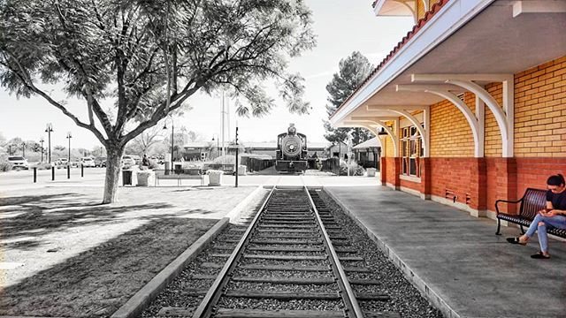 Train park in Scottsdale, AZ . . . #thedbjourney #sonya6000 #16mm  #blackandwhite #scottsdale #trains #dallasblogger #photography #sonyphotography #railroad #nature #bench #platform9¾