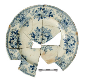 Floral patterns like this Bouquet plate, found in Christchurch, with decoration in the center of the plate as well as on the rim (or marly, as it's known)