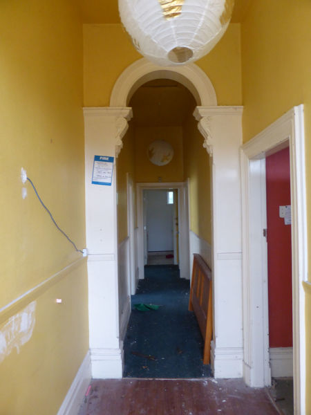 Looking down the hallway from just inside the front door, with the door to the master bedroom at right. Image: L. Tremlett.