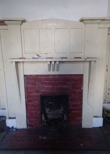 Often, the fireplaces found in historic houses display evidence of modification over the century. This 19th century tiled fireplace, for example, has a 1920s timber surround. Image: P. Mitchell.