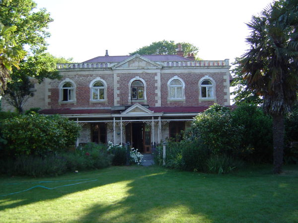 Linwood House in 2003, Image: Wikimedia Commons.