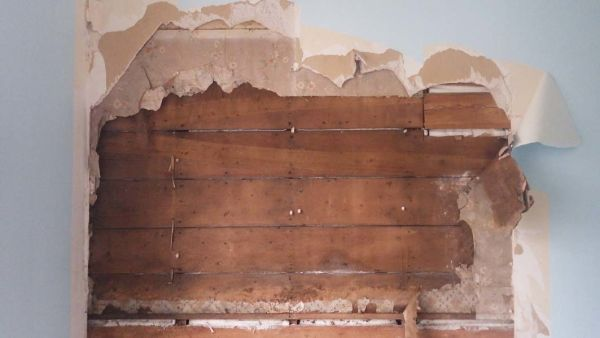 Roughly sawn butted sarking boards used in parlour of workman's cottage. Image: F. Bradley.