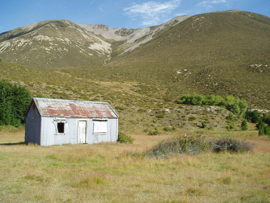 Fowler's hut (before recent DOC work to preserve the structure). Image: K. Watson.