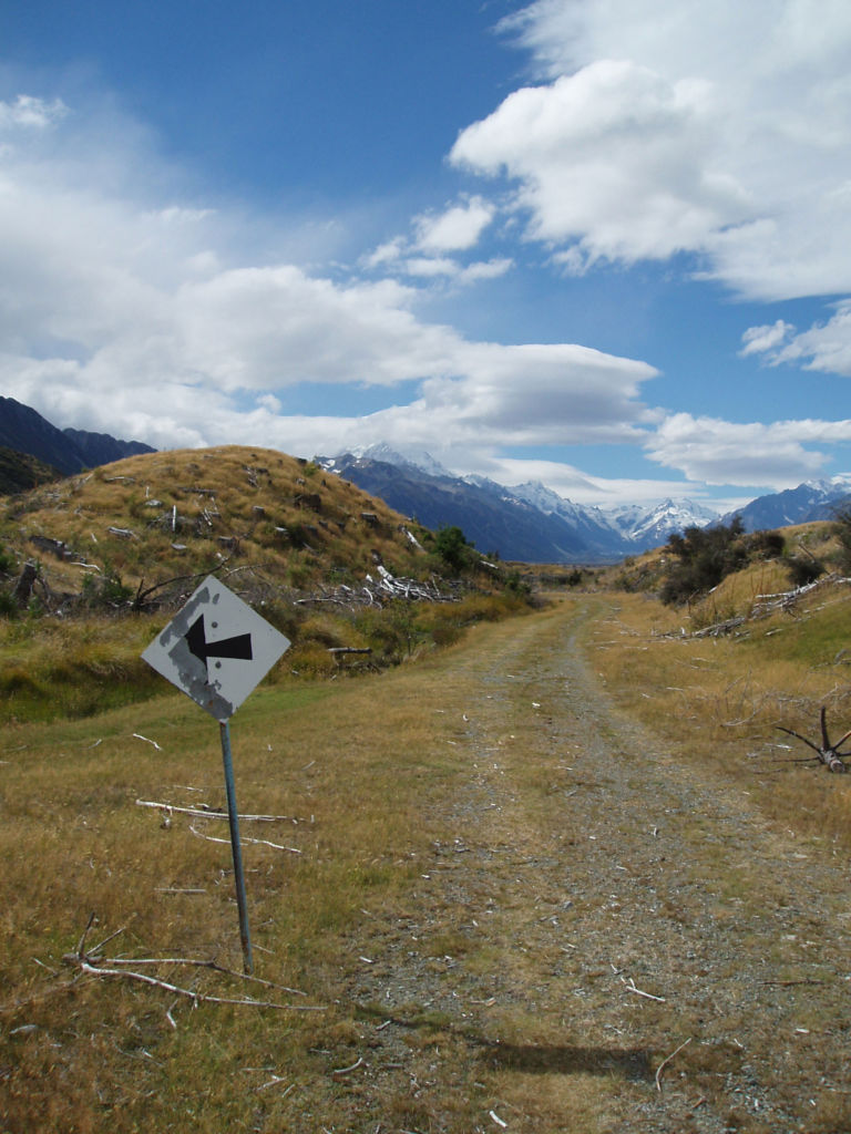 On the old road to Aoraki/Mt Cook. This road, built in partnership by the government of the day and the Mt Cook Road Board in late 1883, remained in use until the mid-late 20th century. Image: K. Watson.