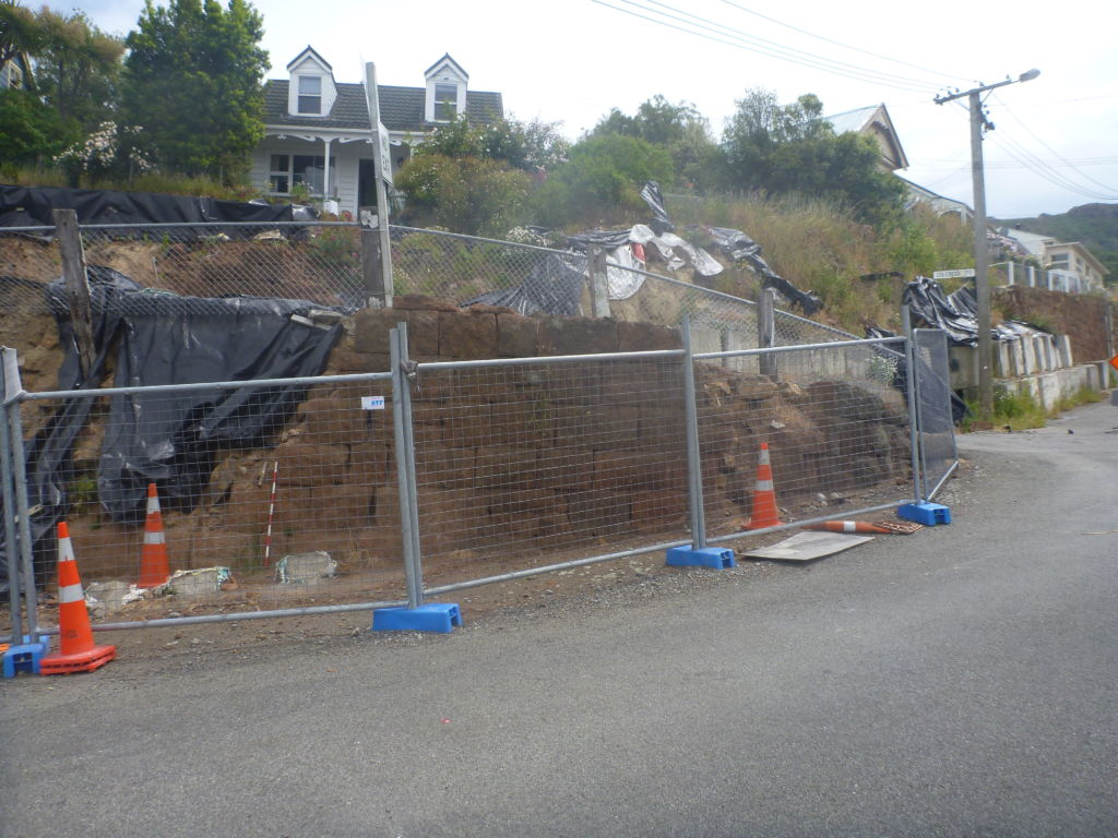 Earthquake damaged walls at the corner of Coleridge Terrace and Dublin Street. Image: M. Hickey, 2015.