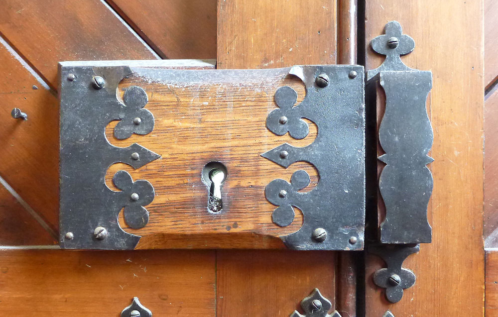 Wooden and wrought iron rim lock. Image: K. Webb.
