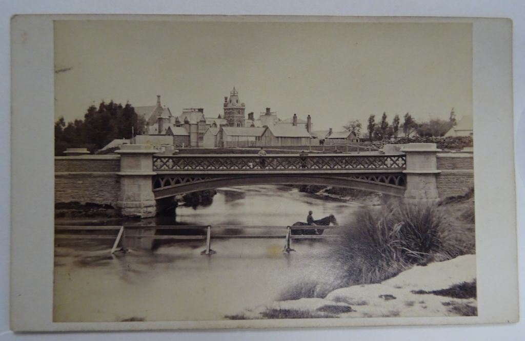 Victoria Bridge, by Easter and Wallis. Image: Toitū Otago Settlers Museum, Box 85, No. 10.
