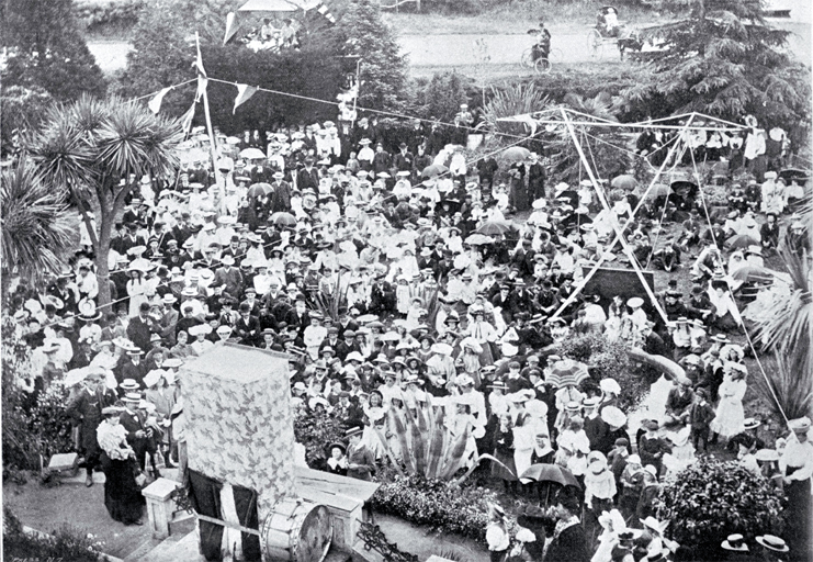 Christmas holidays at Wainoni, Christchurch, watching the Punch and Judy show [Jan. 1906]. Image: Christchurch City Libraries File Reference CCL PhotoCD 11, IMG0066.