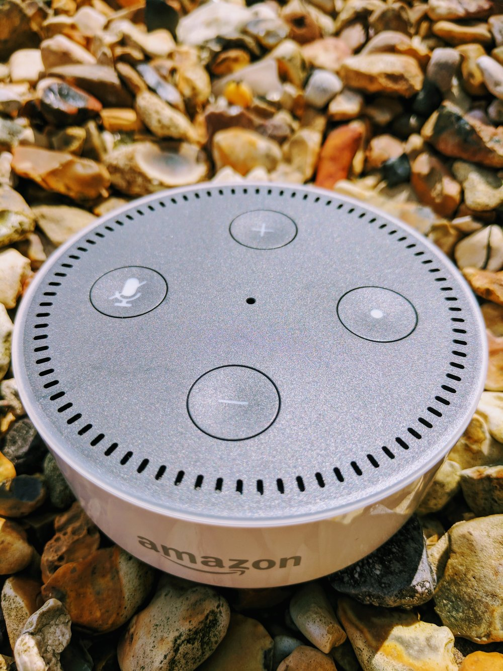 Zabelle.co.uk Review of the Amazon Echo Dot White UK